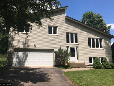 New Brighton Single Family Home For Sale: 2382 Erin Court