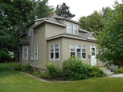 Cambridge Single Family Home For Sale: 517 Old N Main Street N