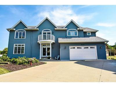 Northfield Single Family Home For Sale: 808 Joann Court