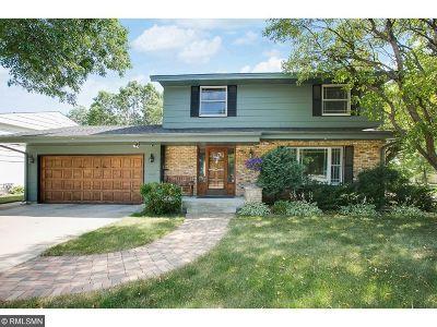 Edina Single Family Home For Sale: 4921 Trillium Lane