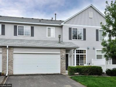 Maple Grove Condo/Townhouse For Sale: 17924 69th Place N