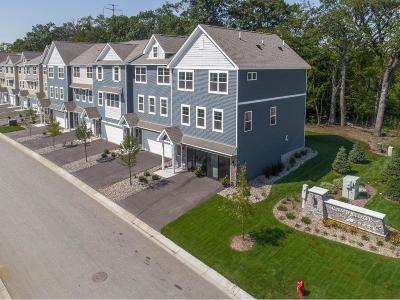 Maple Grove Condo/Townhouse For Sale: 17556 N 96th Place
