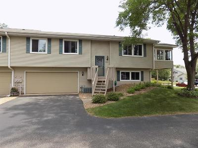 Brooklyn Park Condo/Townhouse For Sale: 8451 Thomas Court N