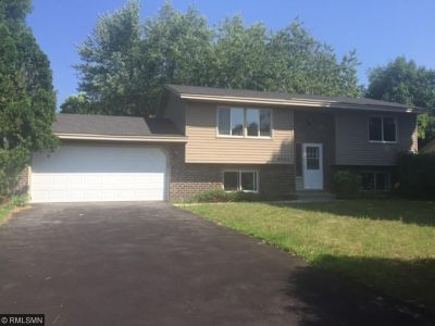 Brooklyn Park Single Family Home For Sale: 8243 Brunswick Circle N