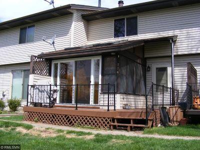 Farmington Condo/Townhouse For Sale: 726 Heritage Way