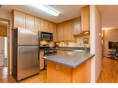Eden Prairie Condo/Townhouse For Sale: 8773 Basswood Road