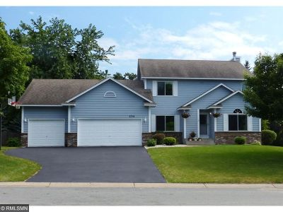Eagan Single Family Home For Sale: 3318 Rolling Hills Drive