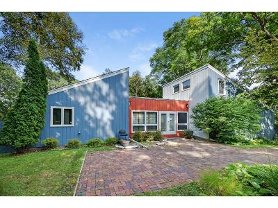 Hennepin County Single Family Home For Sale: 15616 Willowood Drive