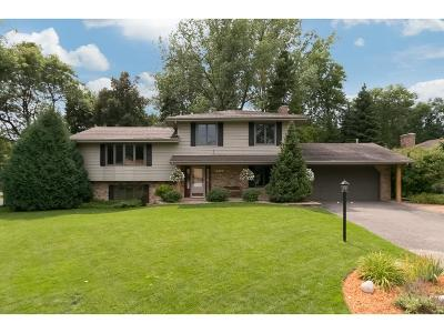 Maple Grove Single Family Home For Sale: 6405 Deerwood Lane N