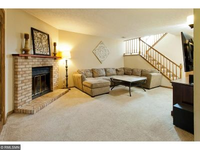 Maple Grove Condo/Townhouse For Sale: 8810 Cottonwood Lane N