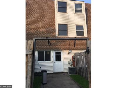 Brooklyn Park Condo/Townhouse For Sale: 5984 83rd Parkway N