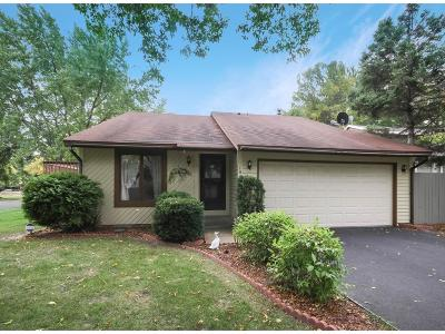 Single Family Home For Sale: 1440 Knoll Drive