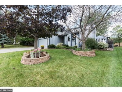 Eagan Single Family Home For Sale: 4751 Berkshire Way