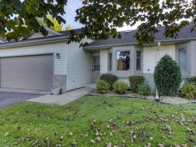 Farmington Condo/Townhouse For Sale: 141 Hickory Court