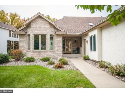 Eden Prairie Condo/Townhouse For Sale: 9684 Falcons Way