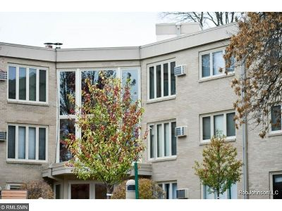 Edina Condo/Townhouse For Sale: 4360 Brookside Court #110