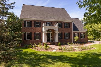 Eden Prairie Single Family Home For Sale: 8766 Sherwood Bluff