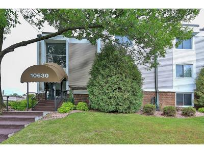 Plymouth Condo/Townhouse For Sale: 10630 Rockford Road #203