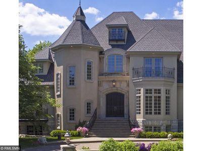 Edina Single Family Home For Sale: 4924 Green Farms Circle
