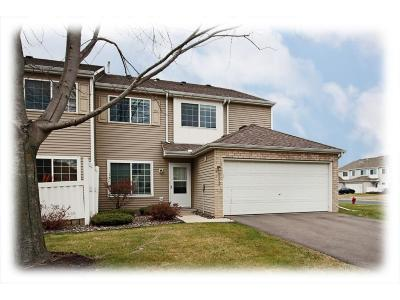 Maple Grove Condo/Townhouse For Sale: 9253 Inland Lane N