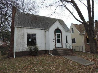 Minneapolis MN Single Family Home For Sale: $145,000