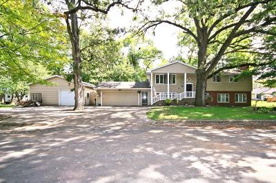 Hutchinson Single Family Home For Sale: 110 Oak Lane SE