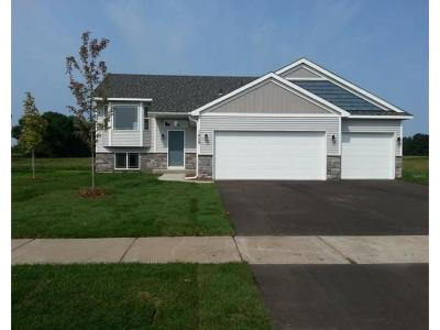 Isanti Single Family Home For Sale: 1409 Carlson Drive