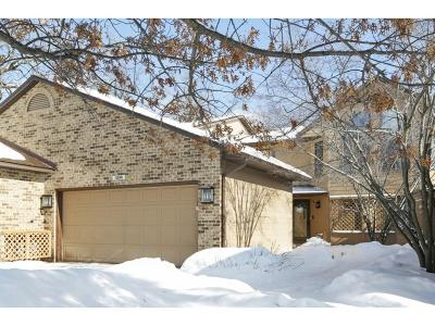 Apple Valley Condo/Townhouse For Sale: 13266 Huntington Drive