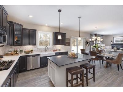 Shakopee Single Family Home For Sale: 7207 Oakridge Trail
