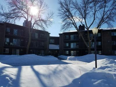Eagan Condo/Townhouse Contingent: 3440 Golfview Drive #323