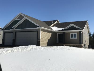 Isanti Single Family Home For Sale: 202 9th Avenue SE