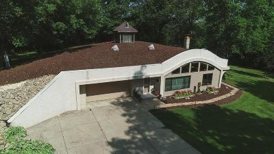Burnsville Single Family Home For Sale: 2000 Alcana Lane