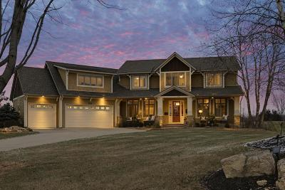 Victoria Single Family Home For Sale: 2275 Gold Point