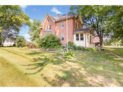 Hamburg Single Family Home For Sale: 481 Sophia Avenue