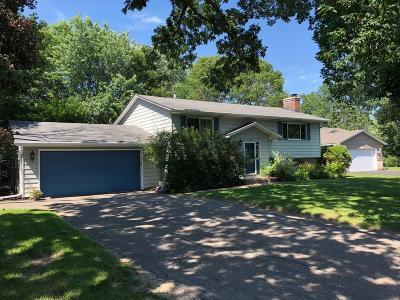 Vadnais Heights Single Family Home For Sale: 771 Bur Oak Court