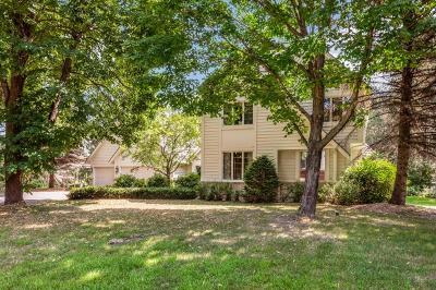 North Oaks Single Family Home For Sale: 14 Meadowlark Lane