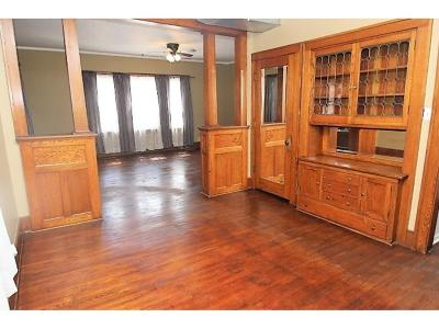 Hutchinson Single Family Home For Sale: 596 Main Street S