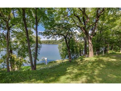 Chanhassen Single Family Home For Sale: 8506 Waters Edge Drive