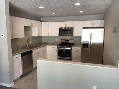 Brooklyn Park Condo/Townhouse For Sale: 7350 72nd Lane N