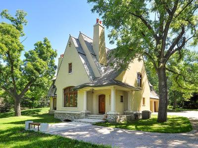 Shorewood Single Family Home For Sale: 5725 Smithtown Way