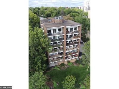 Condo/Townhouse For Sale: 3220 W Calhoun Parkway #602