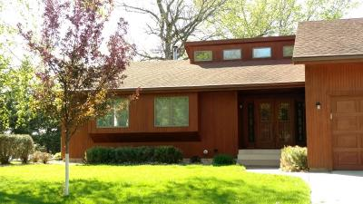 Hutchinson Single Family Home For Sale: 620 Lakewood Drive SW