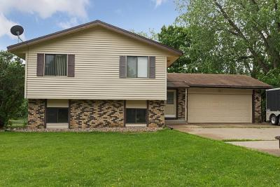 Chanhassen Single Family Home For Sale: 501 Highland Drive