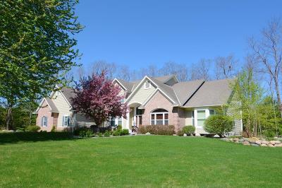 North Oaks Single Family Home For Sale: 5 Scotch Pine Lane