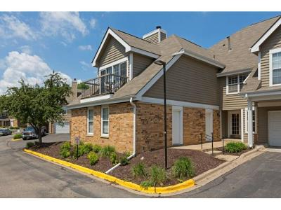 Minnetonka Condo/Townhouse Contingent: 6155 Chasewood Parkway #206