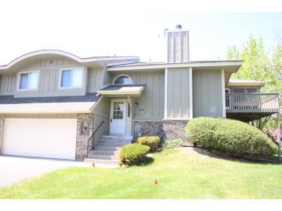 Maple Grove Condo/Townhouse For Sale: 8421 Zinnia Lane N