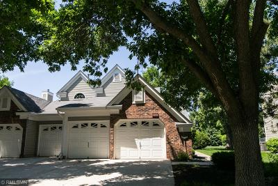 White Bear Lake Condo/Townhouse For Sale: 4299 Pond View Court