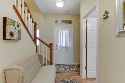 Shakopee Condo/Townhouse For Sale: 4228 Blakewood Drive
