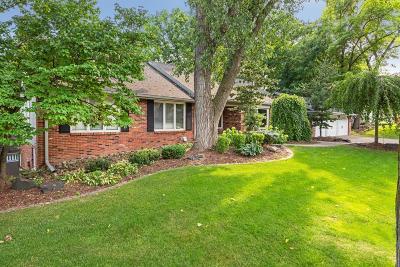 Edina Single Family Home For Sale: 6615 Parkwood Lane
