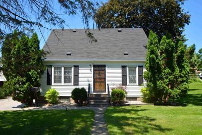 North Saint Paul Single Family Home For Sale: 2455 13th Avenue E